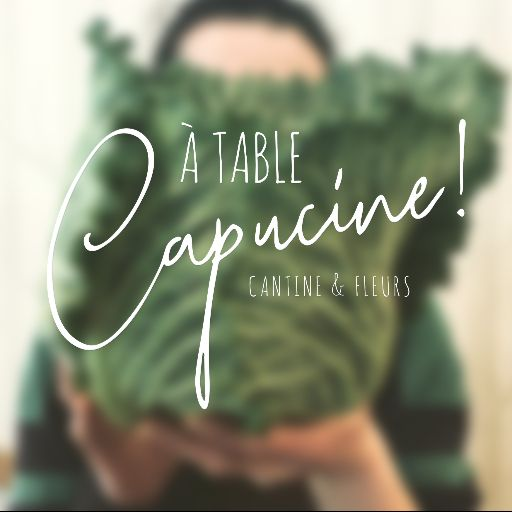 A table, Capucine !